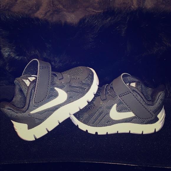 the best attitude 59d66 3e253 Toddler Black Nike Free 5.0 Shoes Sz. 2C